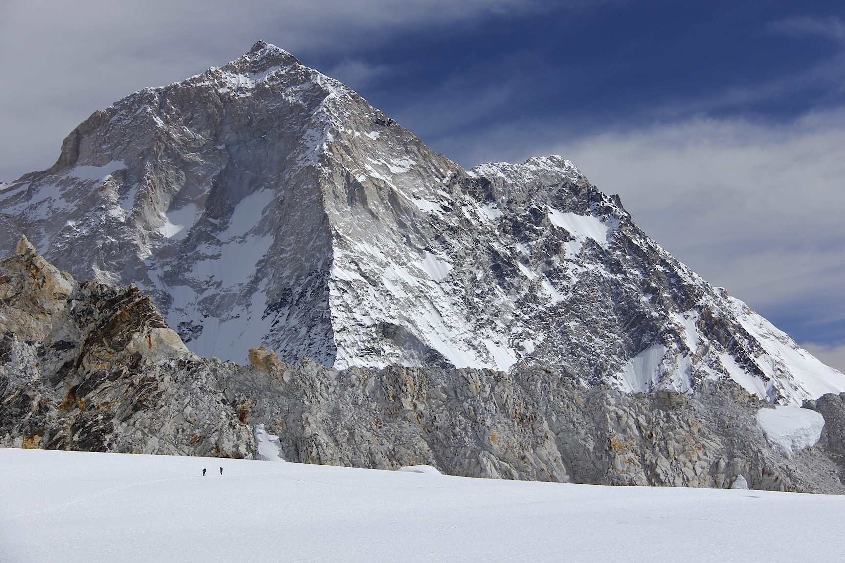 The west rib of Makalu. We are at 6,000m and Makalu is still huge!