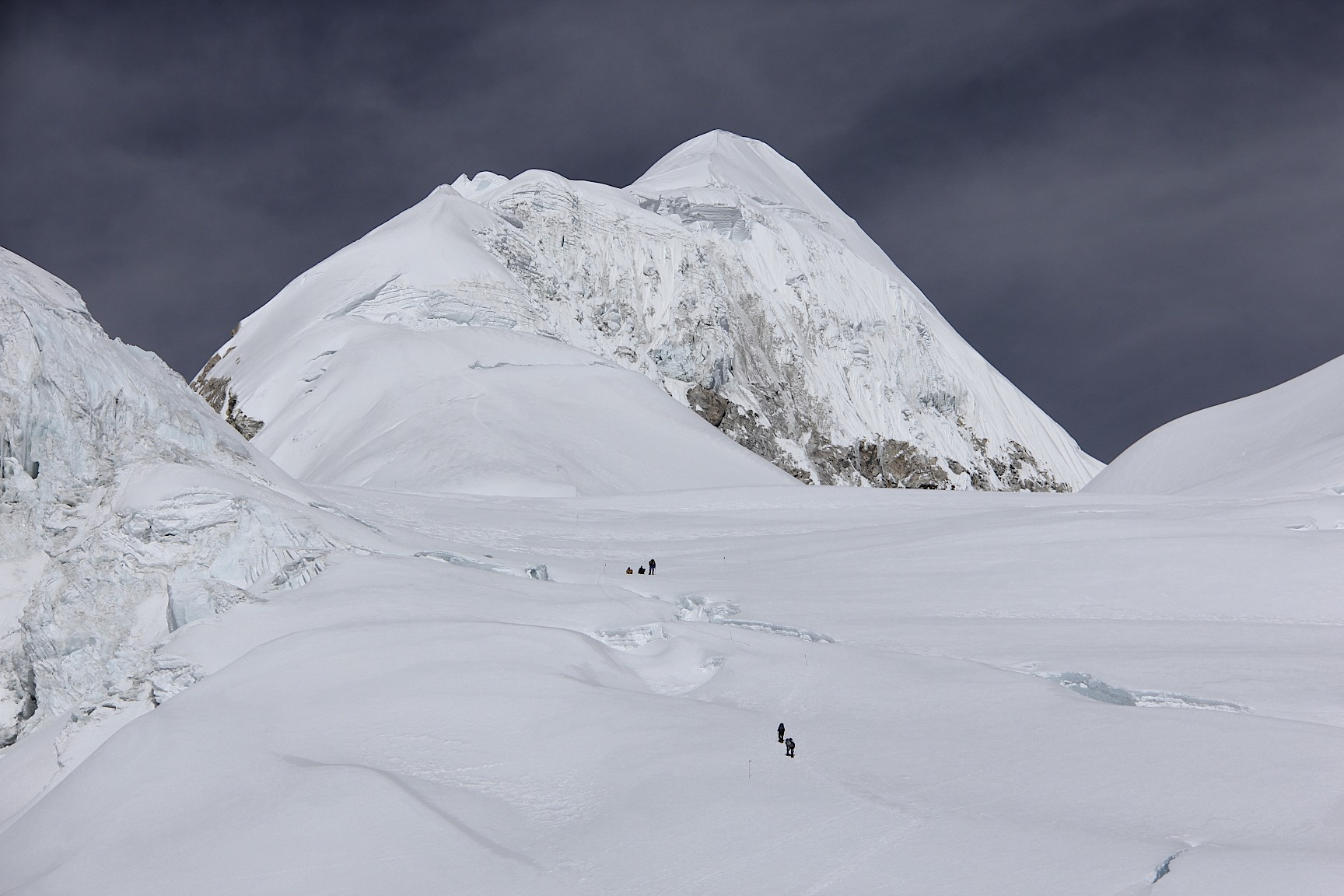 Baruntse and the trail to the top - it seems so close (it is not!)