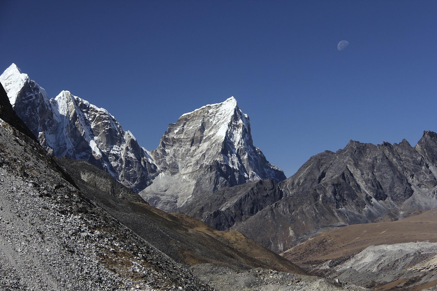 Mt. Cholatse