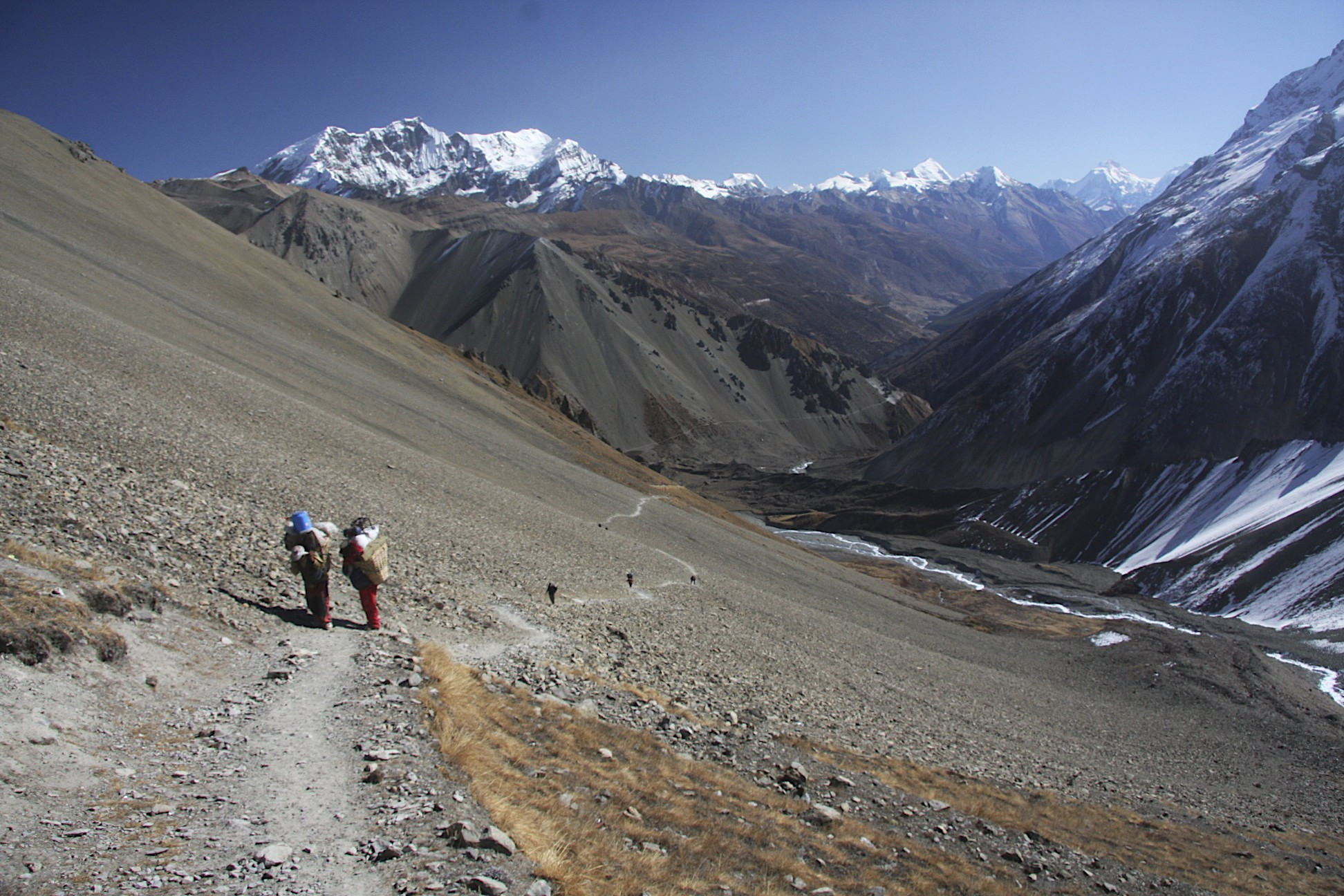 The approach to Tilicho Lake