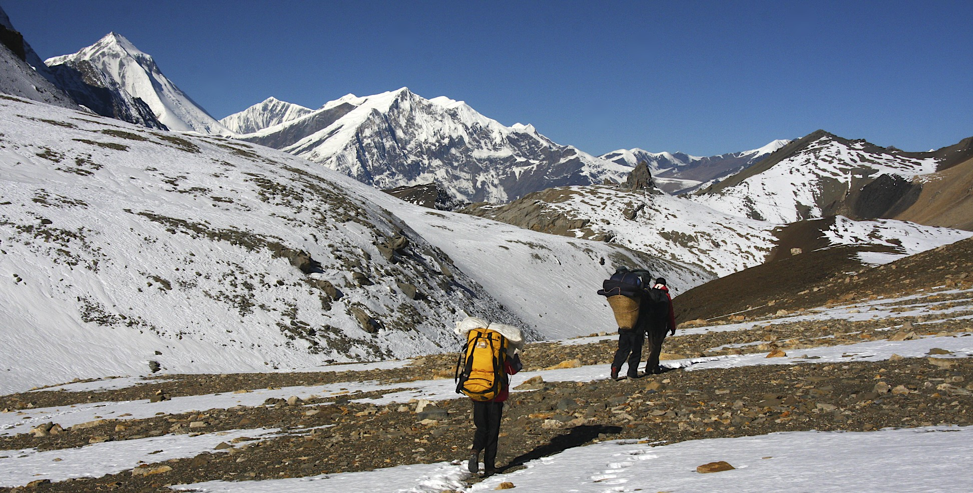 Long traverse to the Mesocanto Pass