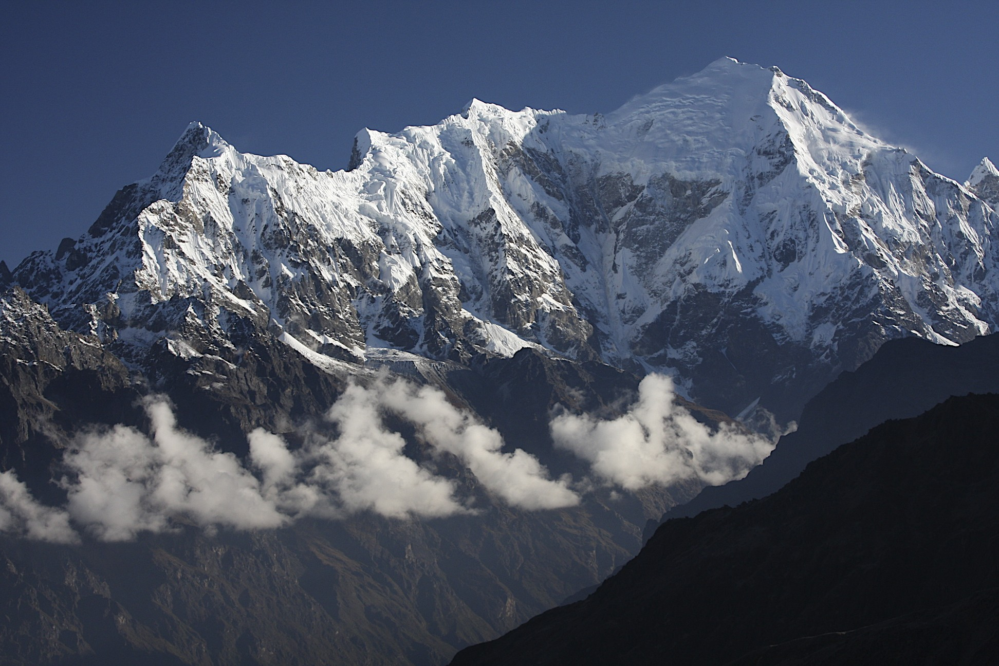 Langtang II 6,596m (left) and Langtang Lirung 7,227m (right)