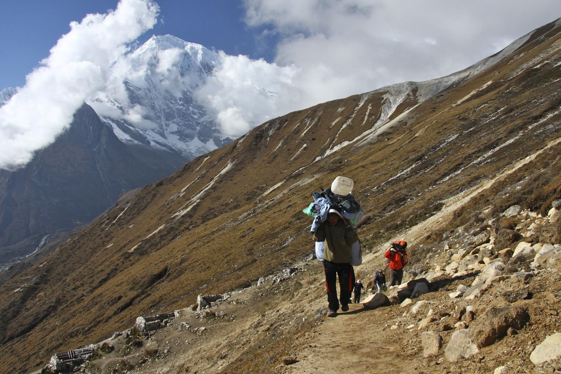 Approach to Yala Peak