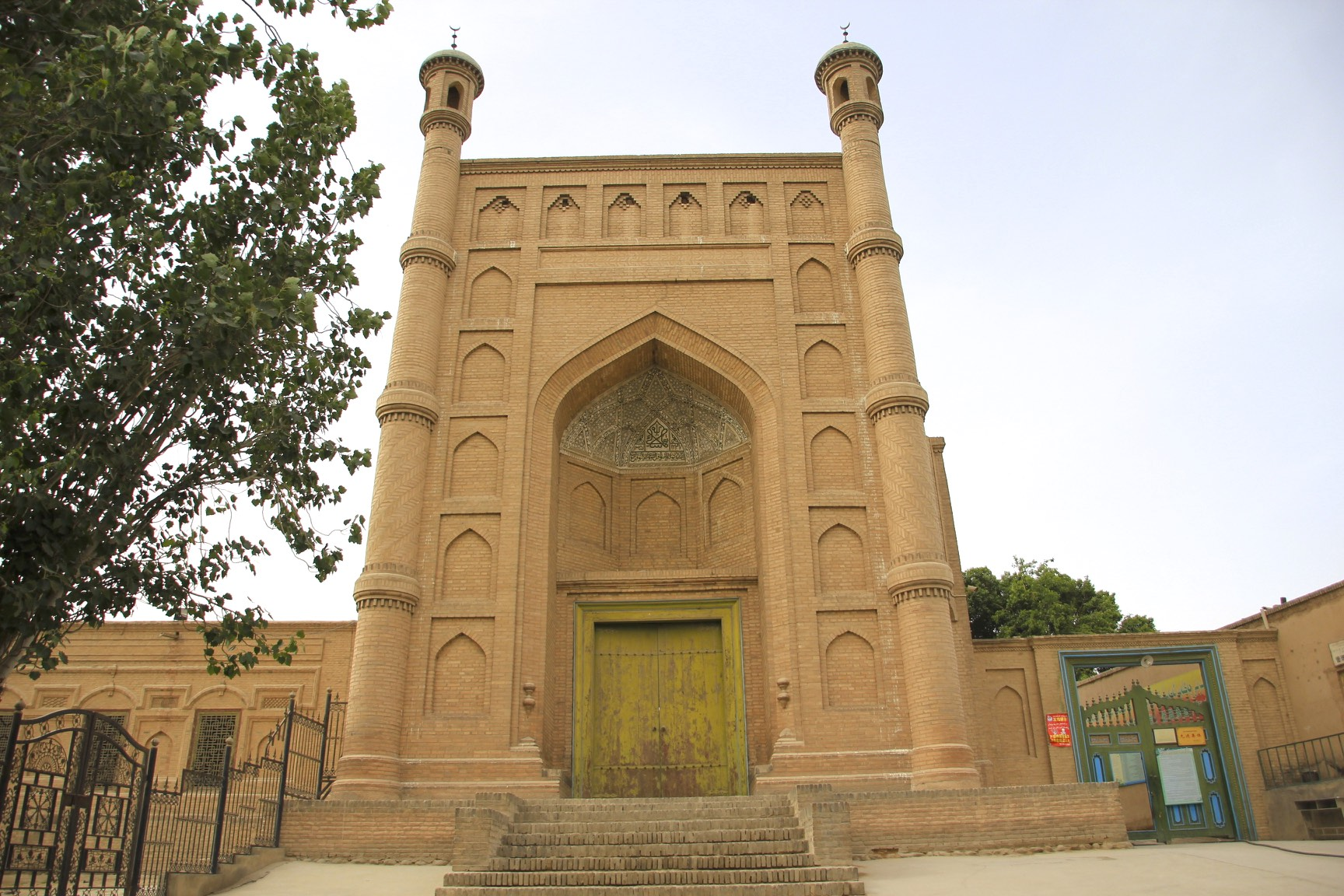 Kucha Grand mosque is the third largest mosque in the region, was rebuilt in 1932 on the site of original 16th century mosque.