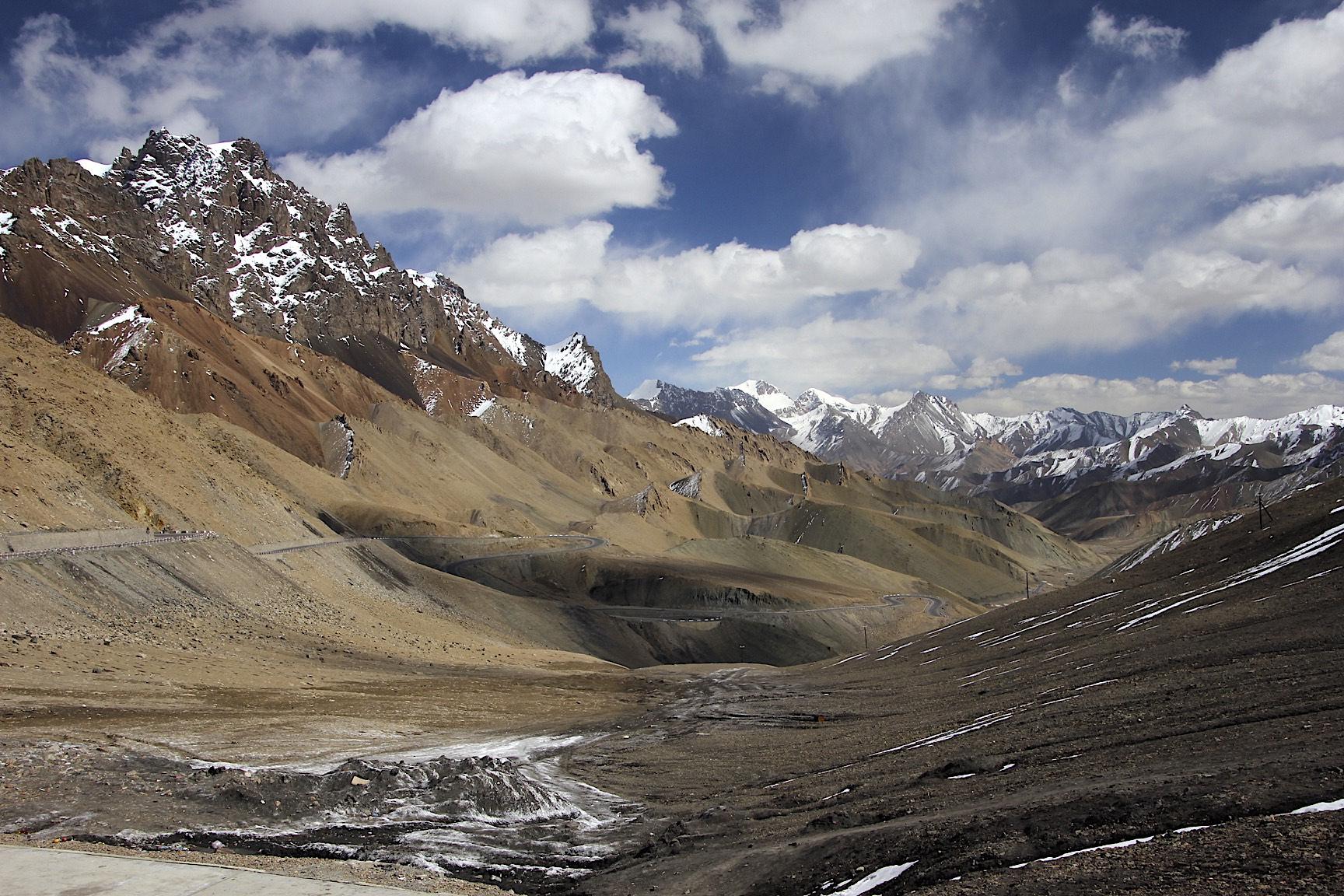 "Kunlun Mountains and the ""Kashgar - Tibet"" Highway"