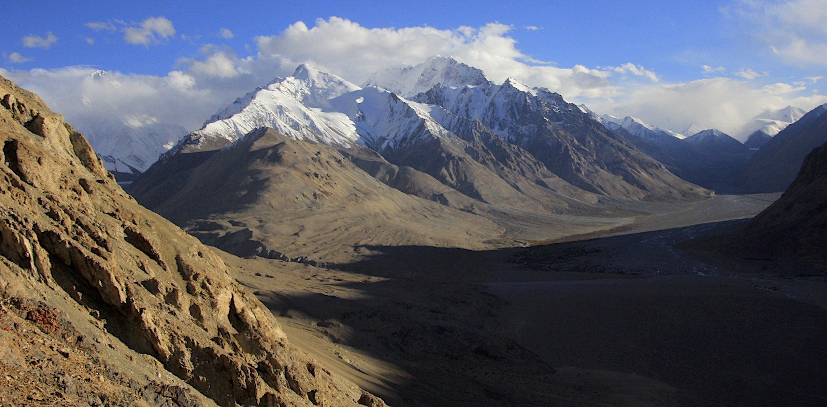 The Chinese BC and K2 (on the left)