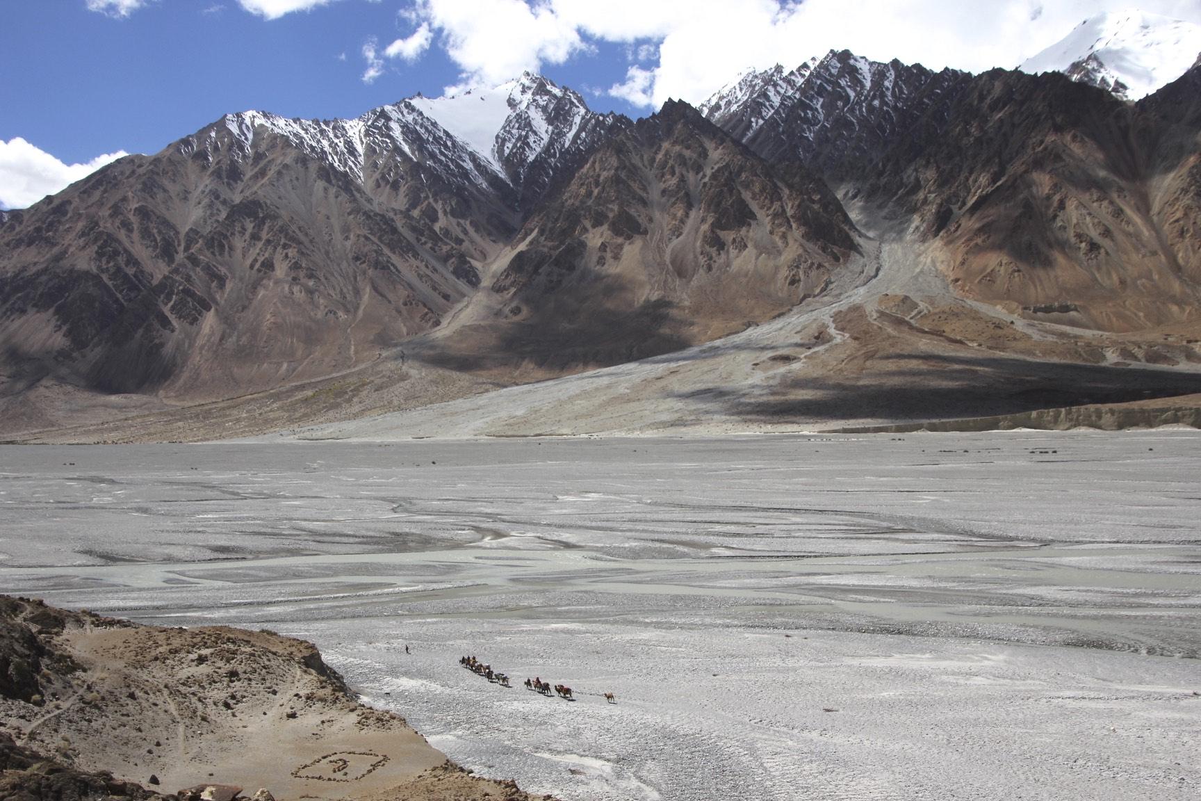 Sarpo Lago River valley