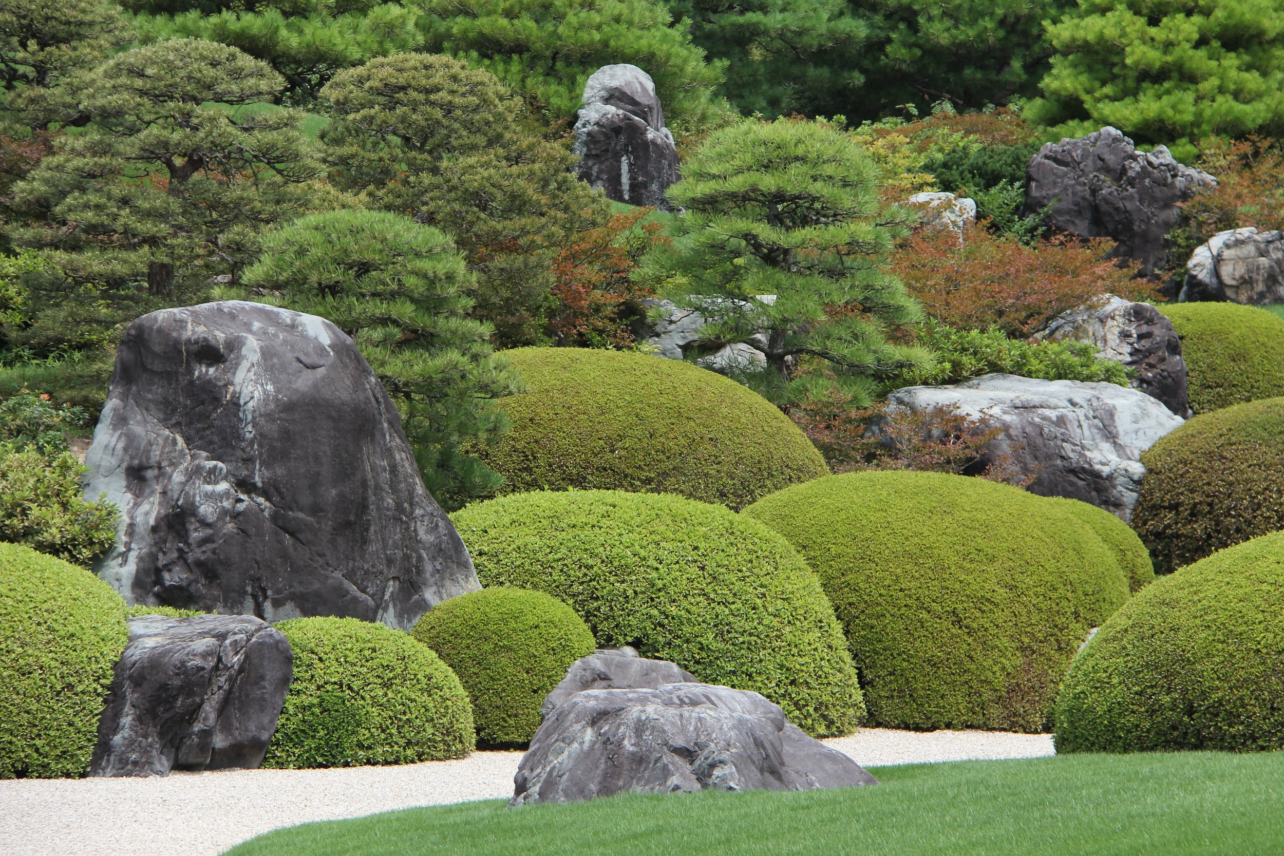 The Adachi Museum's 6 gardens and around 1,500 exhibits of Japanese paintings, pottery, and other works of art occupy the 165,000 square-meter area.