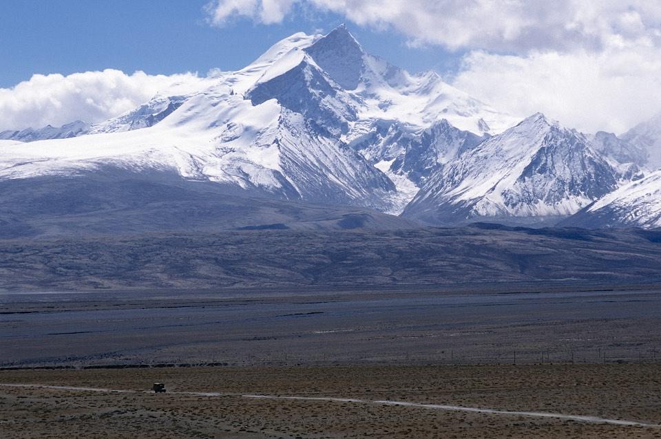 Langtang Ri and the Tibetan Plateau