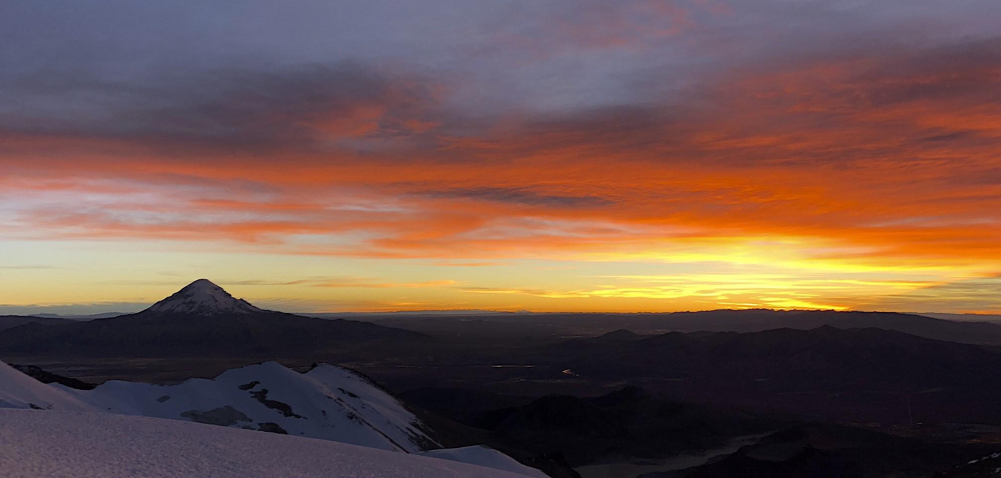 Volcan Sajama and sunrise on Acotango