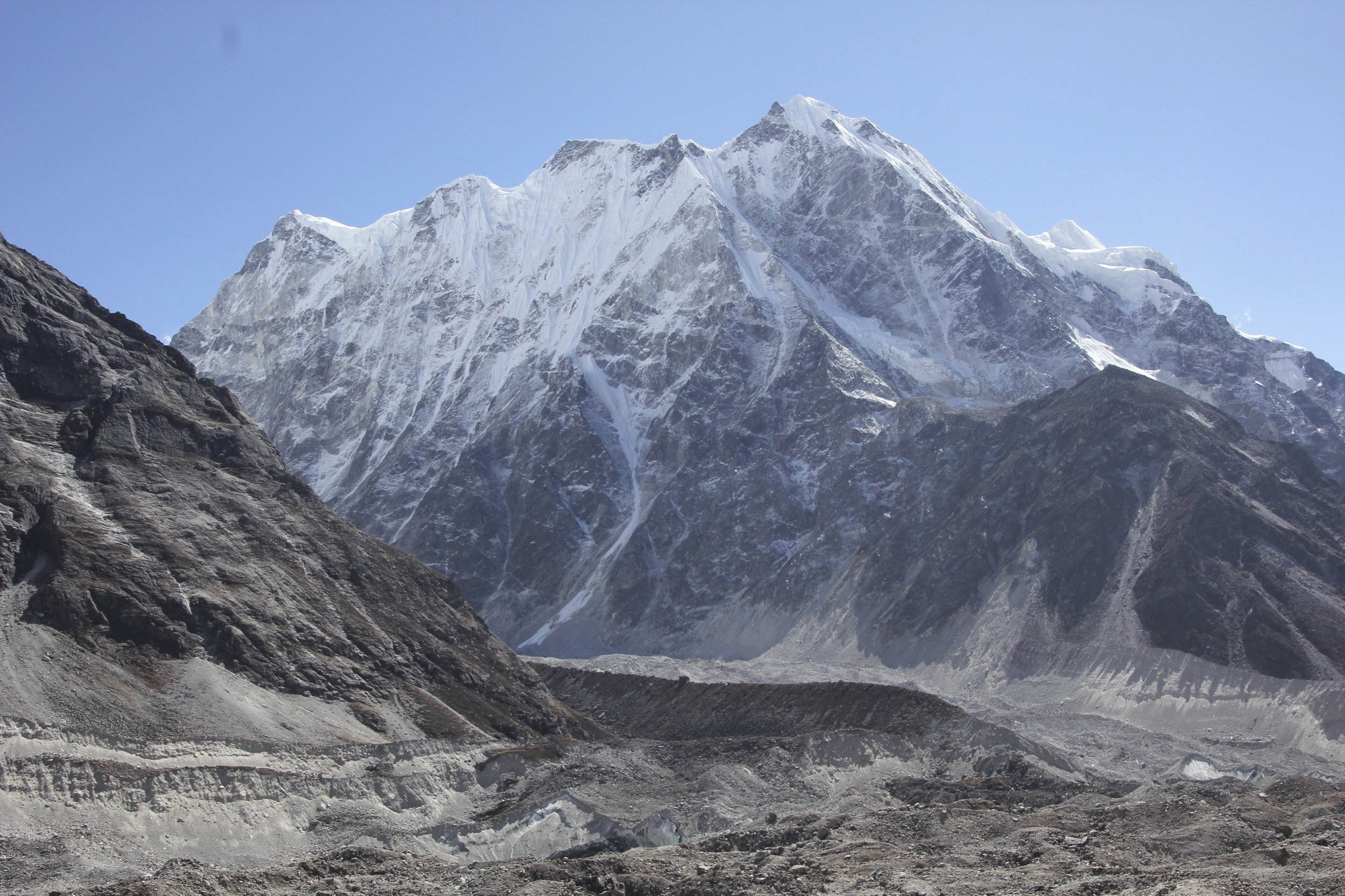 Langshisa Ri north face and the Langtang Glacier.