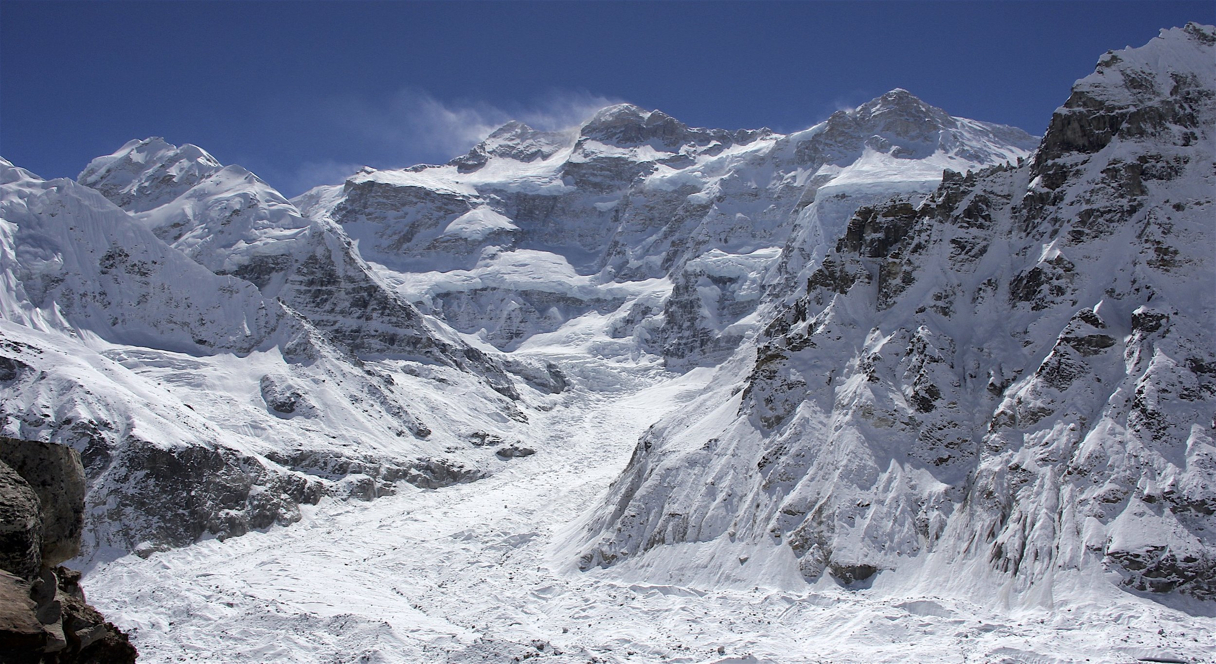 The Twins, Knchendzona North Face and the Wedge Peak above the Kanchendzonga Glacier