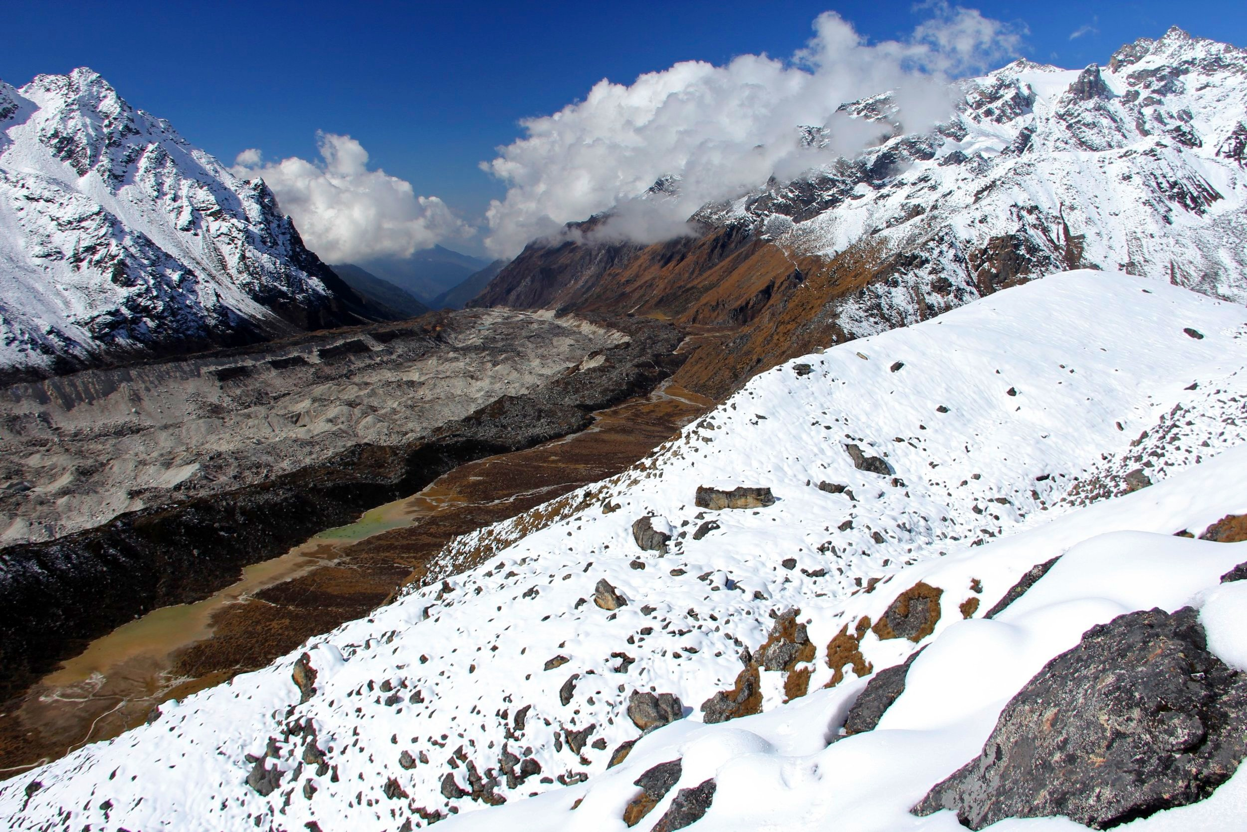 Hiking above the base camp to above 5,000m. Yalung Glacier and view to the south.