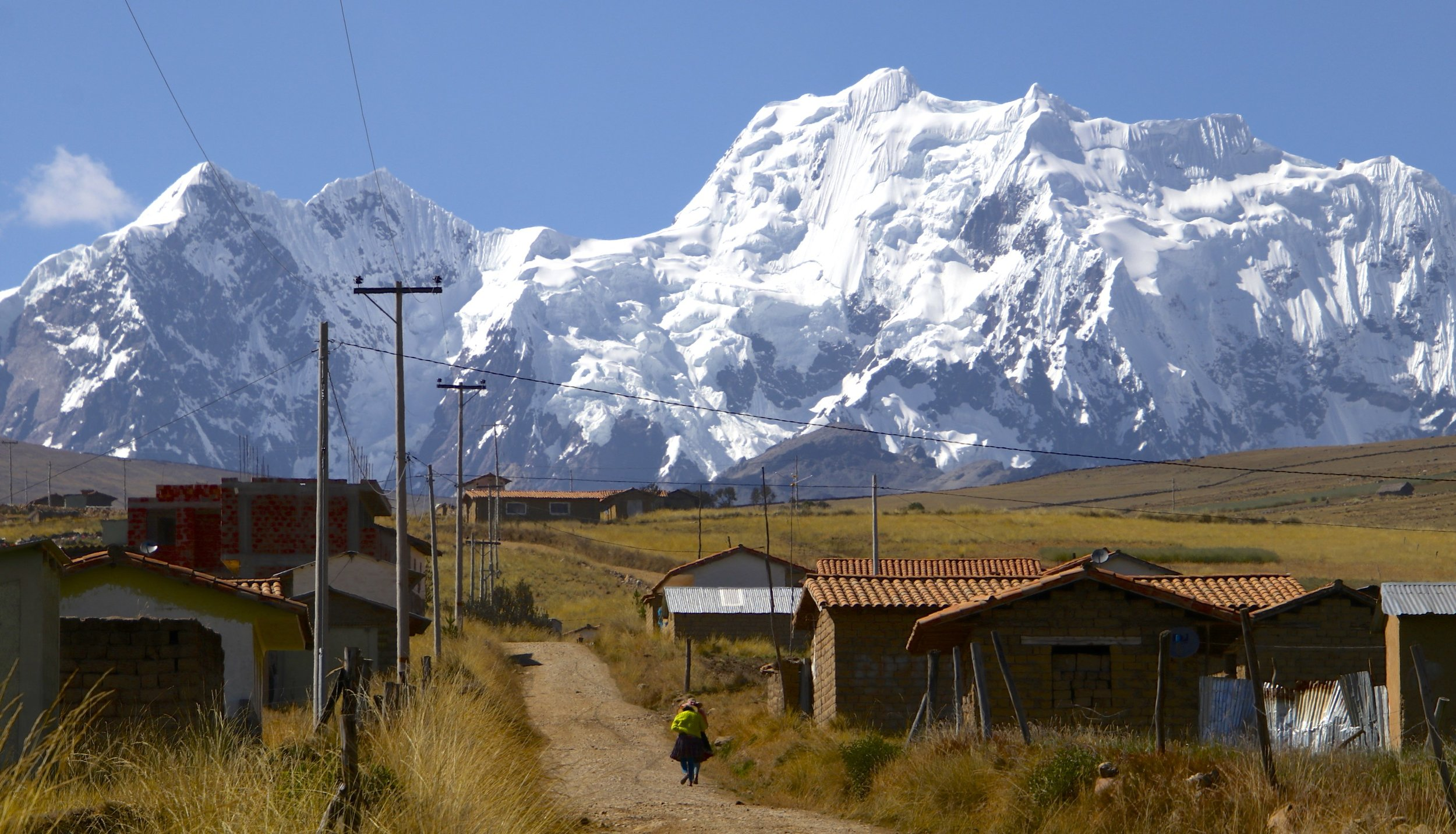 The lower slopes of the Vilcanota Range are inhabited by the Quechua people. Their traditions are very colourful and lively. They live in communes consisting of many villages. Each commune has its own laws and rules. The members do not own land or property and all the income from work or trade is shared among the people from the commune.