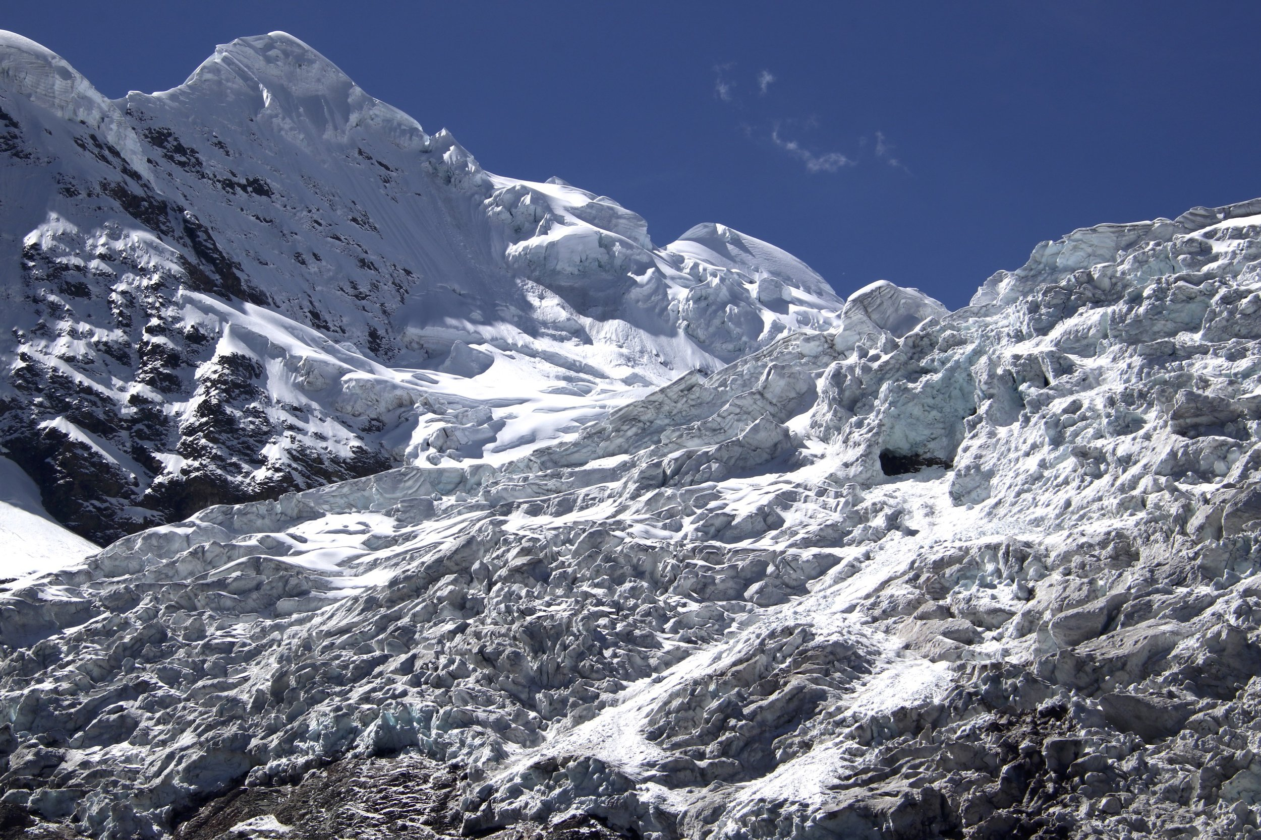 The impressive icefall of Ausangate. The same face of Ausangate is visible from the Rainbow Mountain.