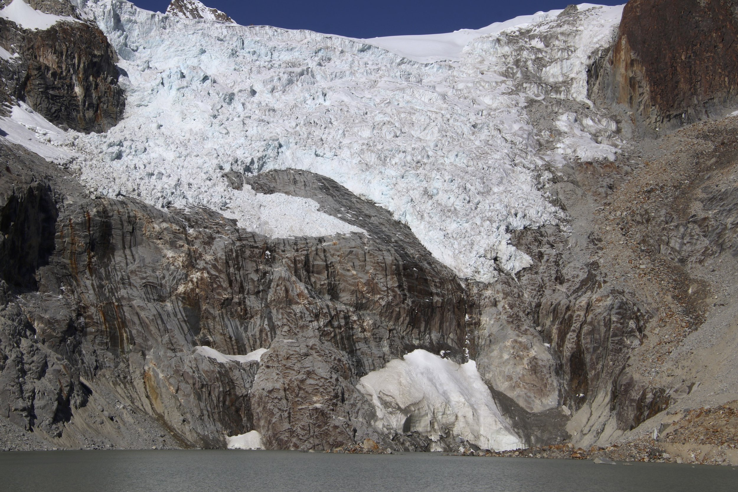 Compare the glacial retreat to  my photo from 2010  (click)! The icefall between Illampu and Ancohuma. In a decade, the glacier moved back considerably. The melting of the glaciers makes the climbing more difficult as crevasses open up making routes impassible.