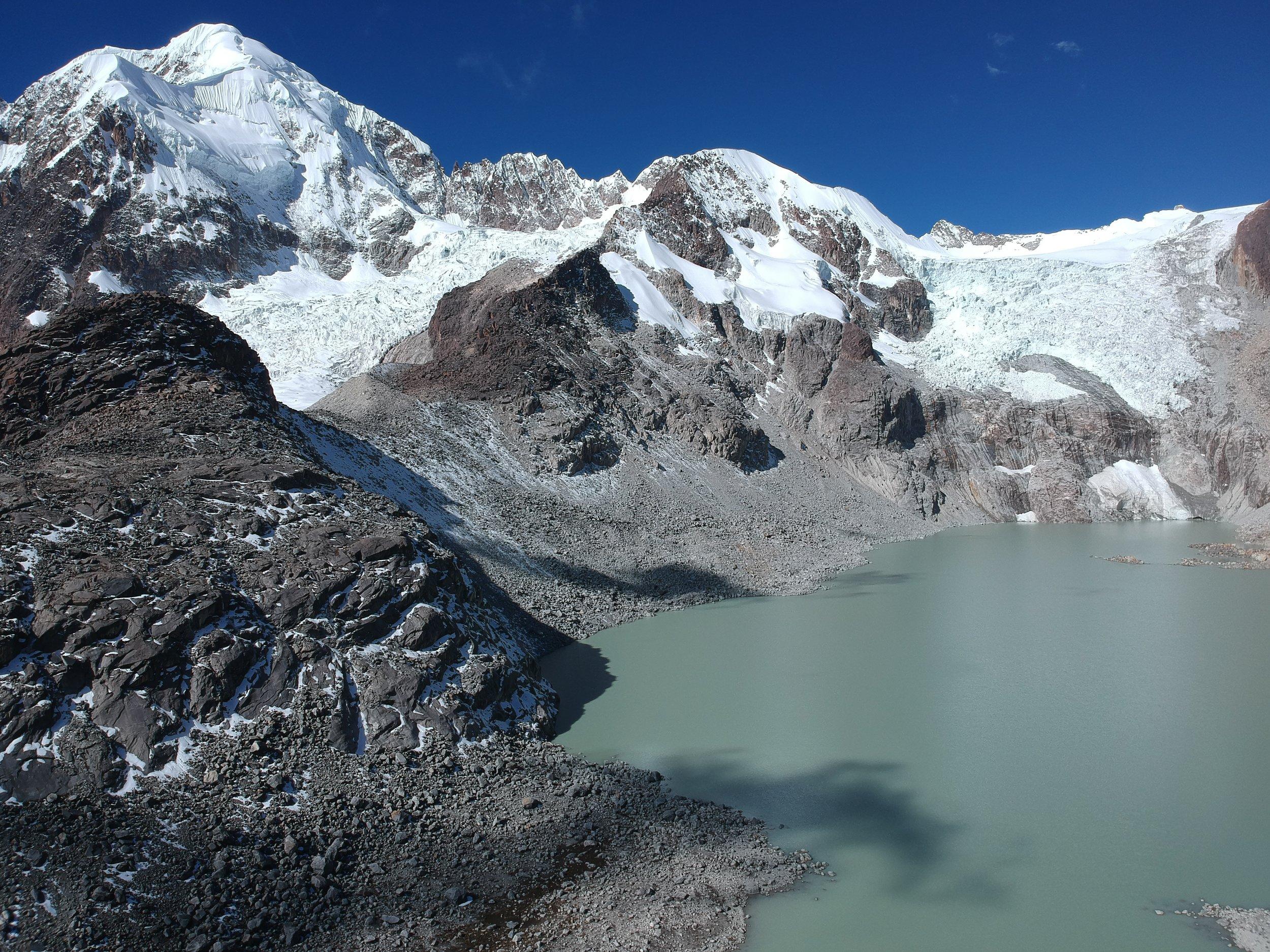 Drone photo of the Laguna Glaciar and Illampu.