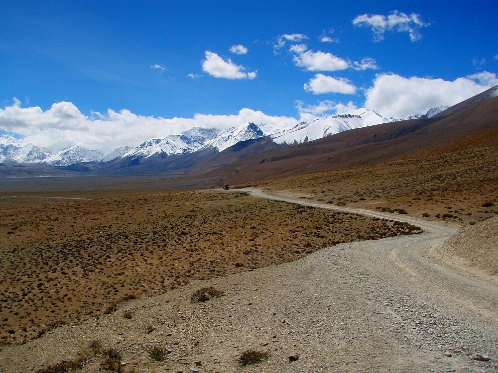 Approaching the Langtang Range