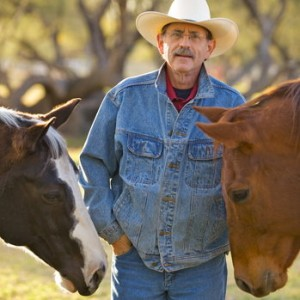 rsz_dr-allan-hamilton-and-horse-friends-1-300x300.jpg