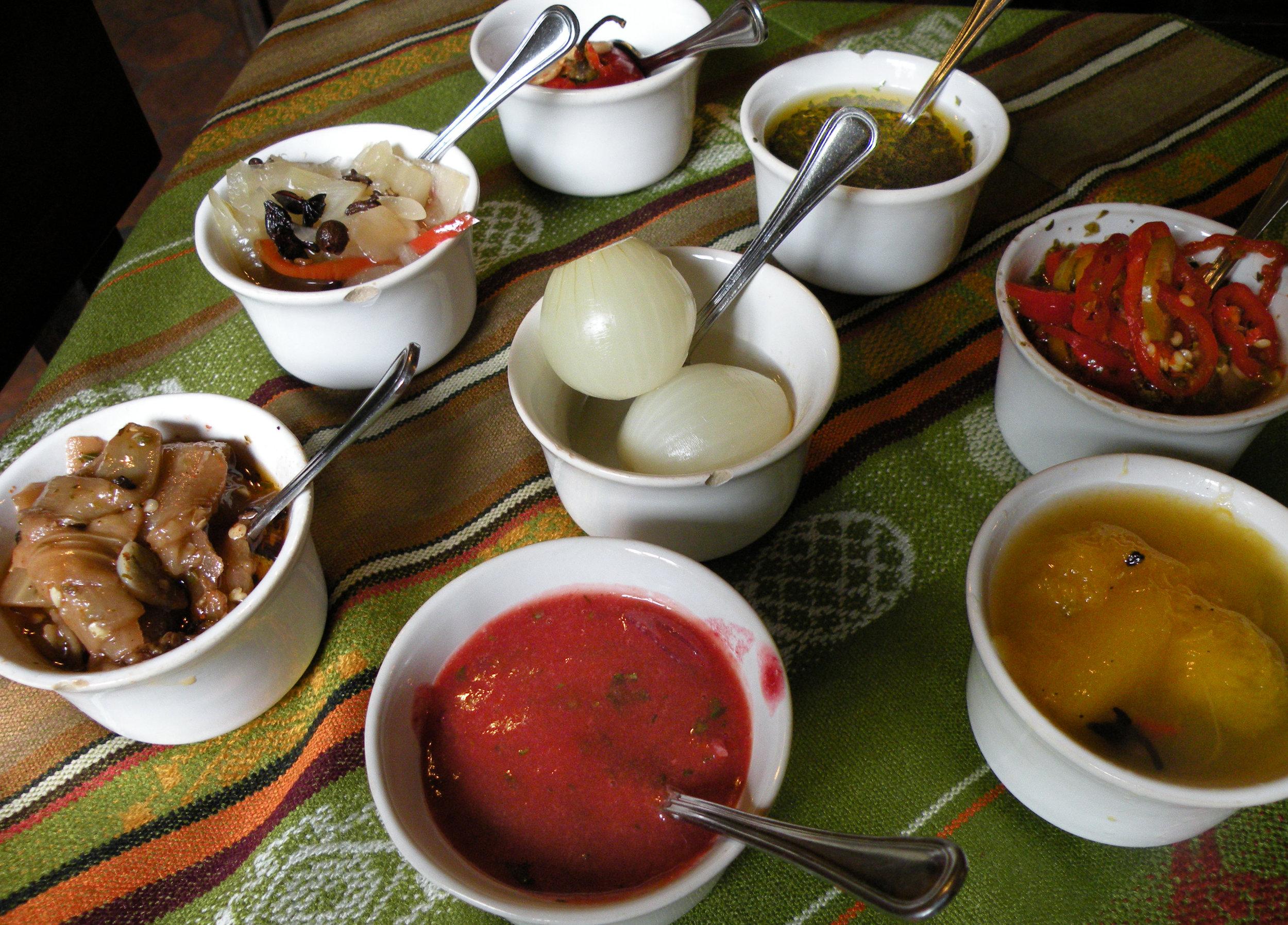 Salsas and condiments at Tiestos