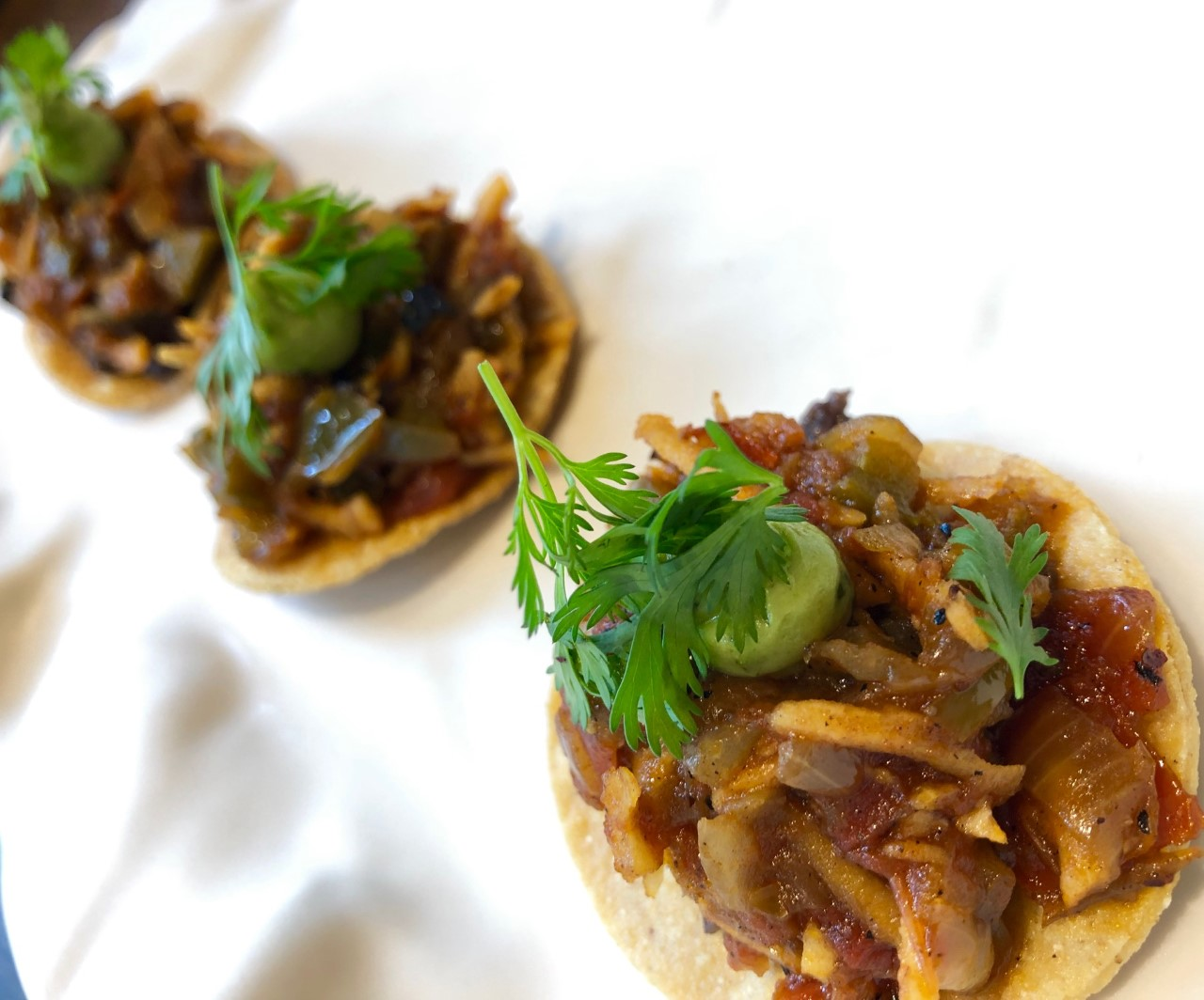 Tostadas 'mentiras' made with coconut