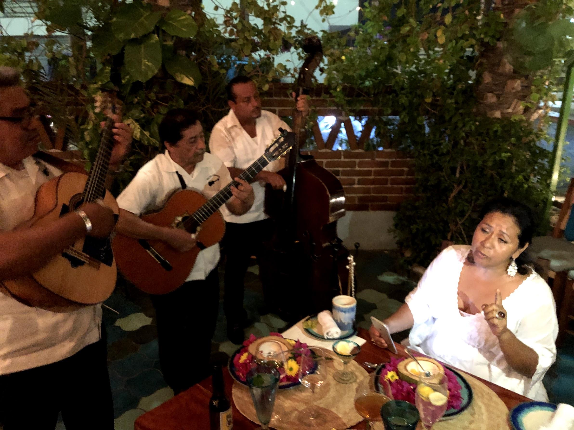 Edith Jiménez sings of life and love