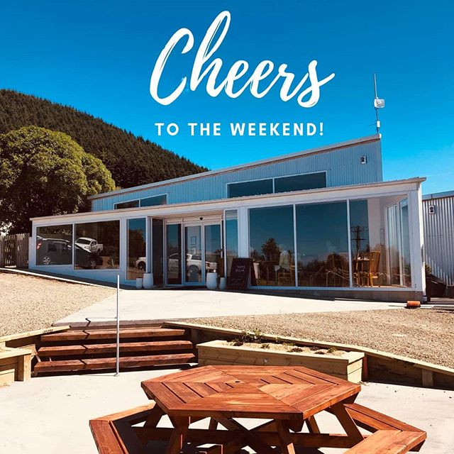 Cheers! See you up the hill this weekend for food and brews with amazing views. Sunday lunch buffet this weekend too, to book message us here or head to our website.  #harvestbarandkitchen #waimate
