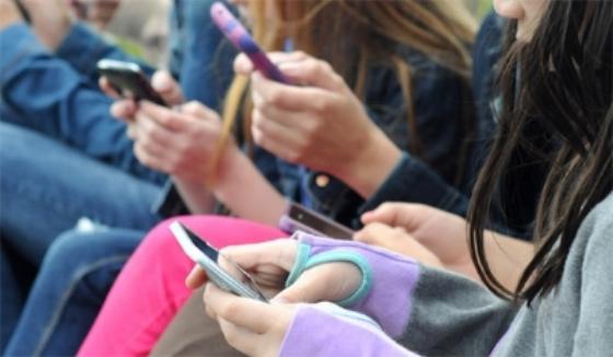 Smartphone-Addiction-May-Affect-50-percent-Of-Teens.jpg