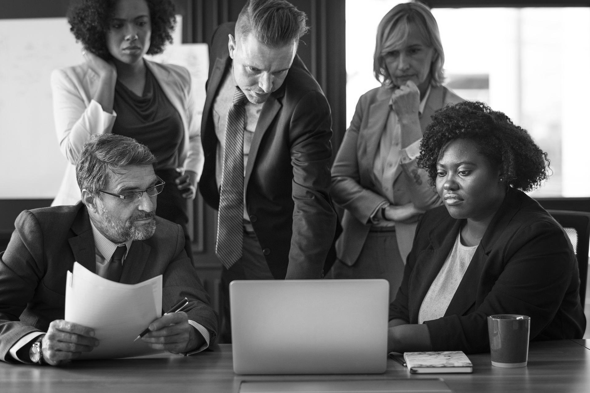 """Augenhöhe herstellen - Inhouse-Seminar mit Andreas Steffen""""Von unseren internen und externen Auftraggebern wollen wir zukünftig als strategische Partner wahrgenommen werden. Bisher sehen sie uns lediglich als reine Dienstleister oder Erfüllungsgehilfen. Das möchten wir jetzt ändern.""""Genau bei solch eine Zielstellung unterstützt dieses ganztägige Seminar Ihr Team und Ihre Abteilung. Anhand eines simplen Modells werden Sie ausprobieren und üben, wie die gewünschte Augenhöhe erreicht werden kann – auch in schwierigen Situationen. Praktische Übungen helfen Ihnen dabei, diese Fähigkeiten in den beruflichen Alltag zu übertragen.Zum Seminar-Angebot"""