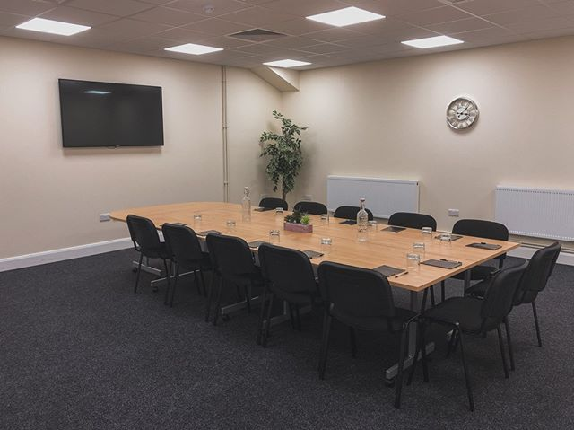 Our Cedar Suite is the room for you if you have a Board meeting coming up soon or need a space for a brainstoming session with your colleagues. Contact our team today for a same day quotation with competitive prices and packages !#conference#doncasterisgreat#roomhire#southyorkshire#doncaster