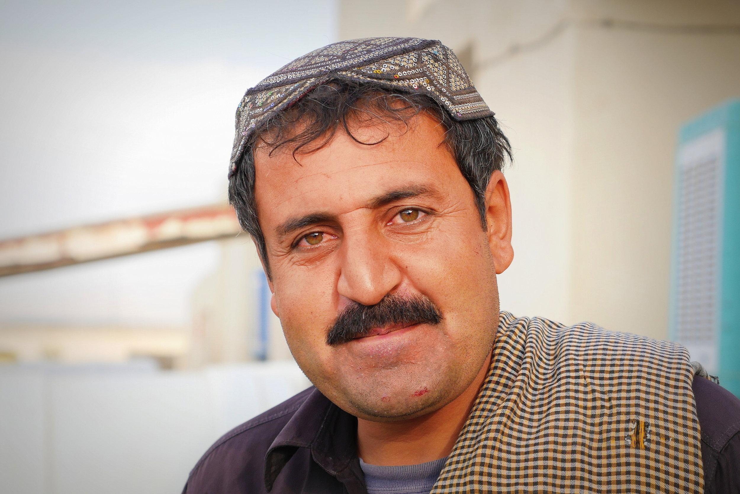 25. IRAN, close to pakistan boarder, seeking advise from a trucker.jpg