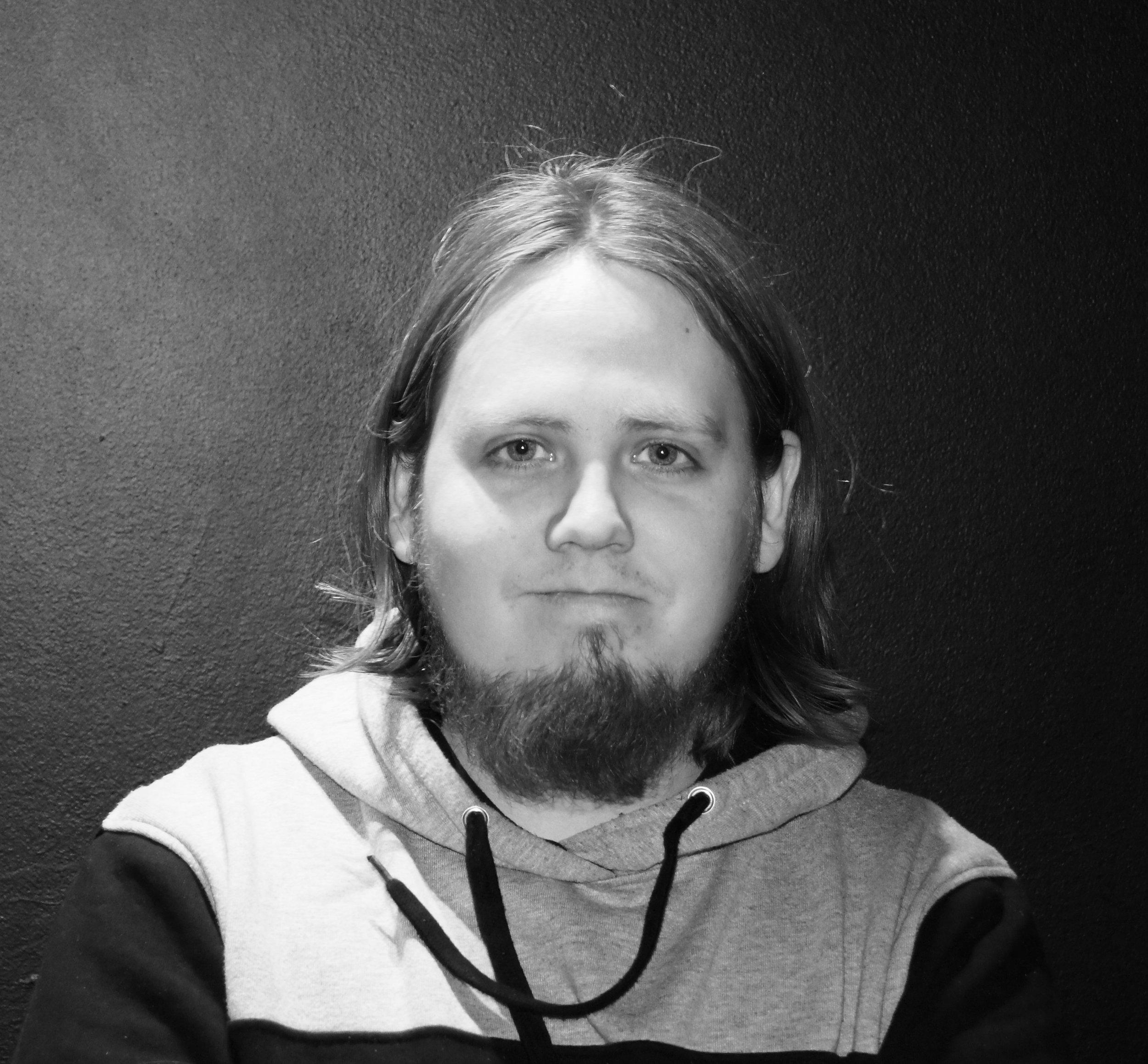 Daníel Sigurðarson / ROCK / METAL / Daniel@stengade.dk - Daniel er Stengades Islandske Metalguru. Med en utømmelig viden indenfor musik i den tunge ende, præsenterer Daniel hver eneste måned nye spændende acts fra Danmark og resten af verden. Daniel startede som crew på Stengade, og har igennem en årrække rykket op i graderne for nu at være en fast del af vores booking gruppe. Derudover er han en ivrig vinylsamler, festivalgænger og beskæftiger med musik i de fleste af døgnets 24 timer hvad end det handler om at booke eller lytte.