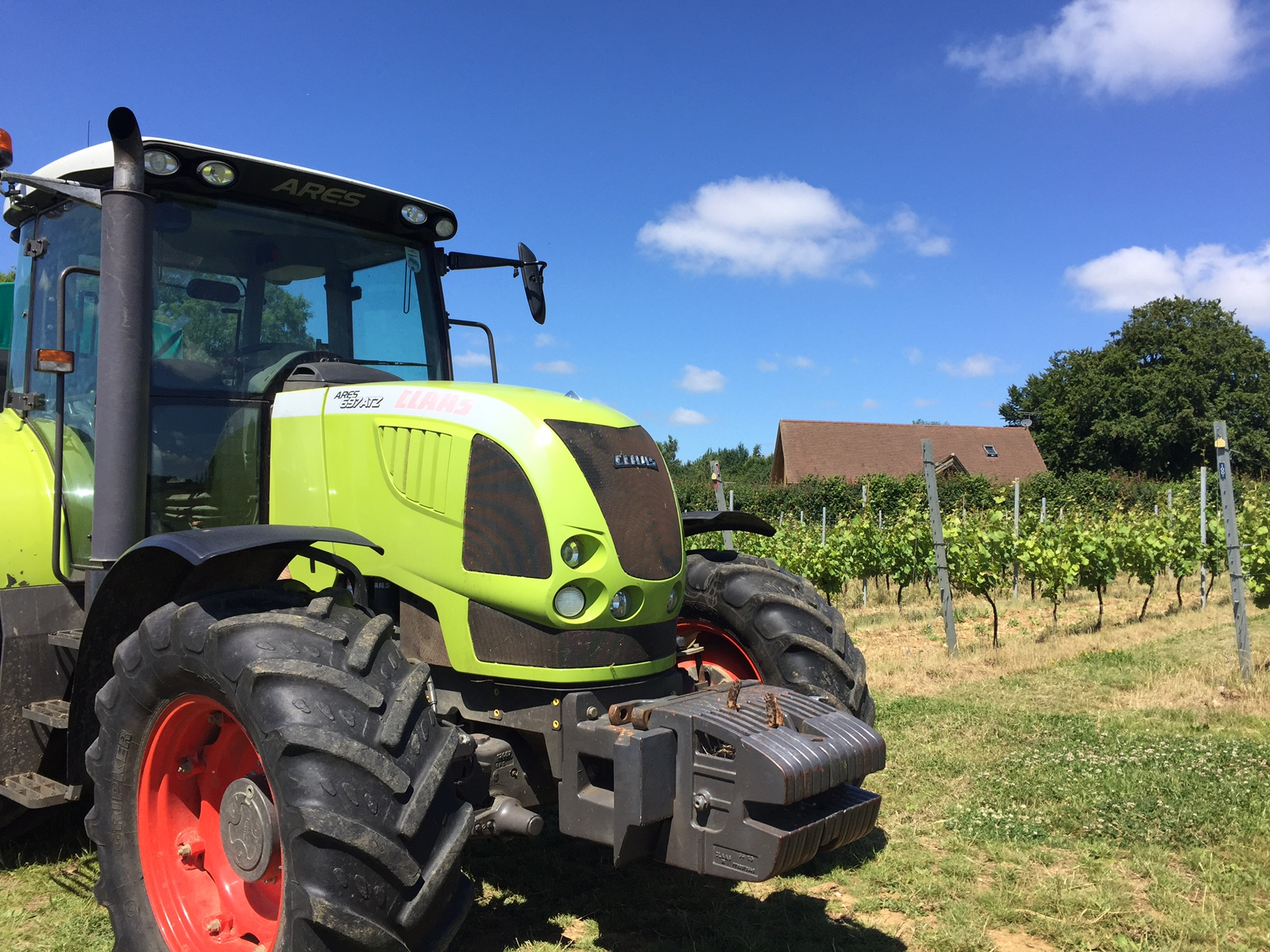 20170702_Tractor rides to the vineyard.jpg