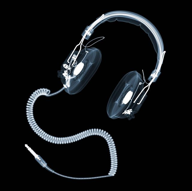 Headphones with curly cable. From my current catalogue of X-ray works.  #nickveasyxray  #insideout #xrayart #contemporaryart #processgallery