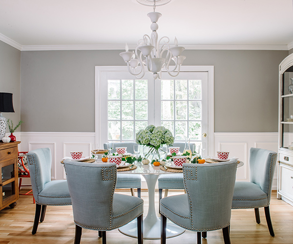 alison-giese-dining-room-wood-floors-blue-studded-chair-charlotte-safavi-robert-radifera-e1477074739588.jpg