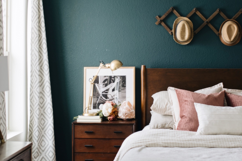 modern-mid-century-boho-bedroom-nest-out-west.jpg