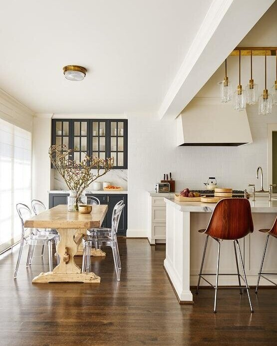 Maple dining table | Design by  Carrie Hatfield Interior Design  |Photography by  Stephen Karlisch
