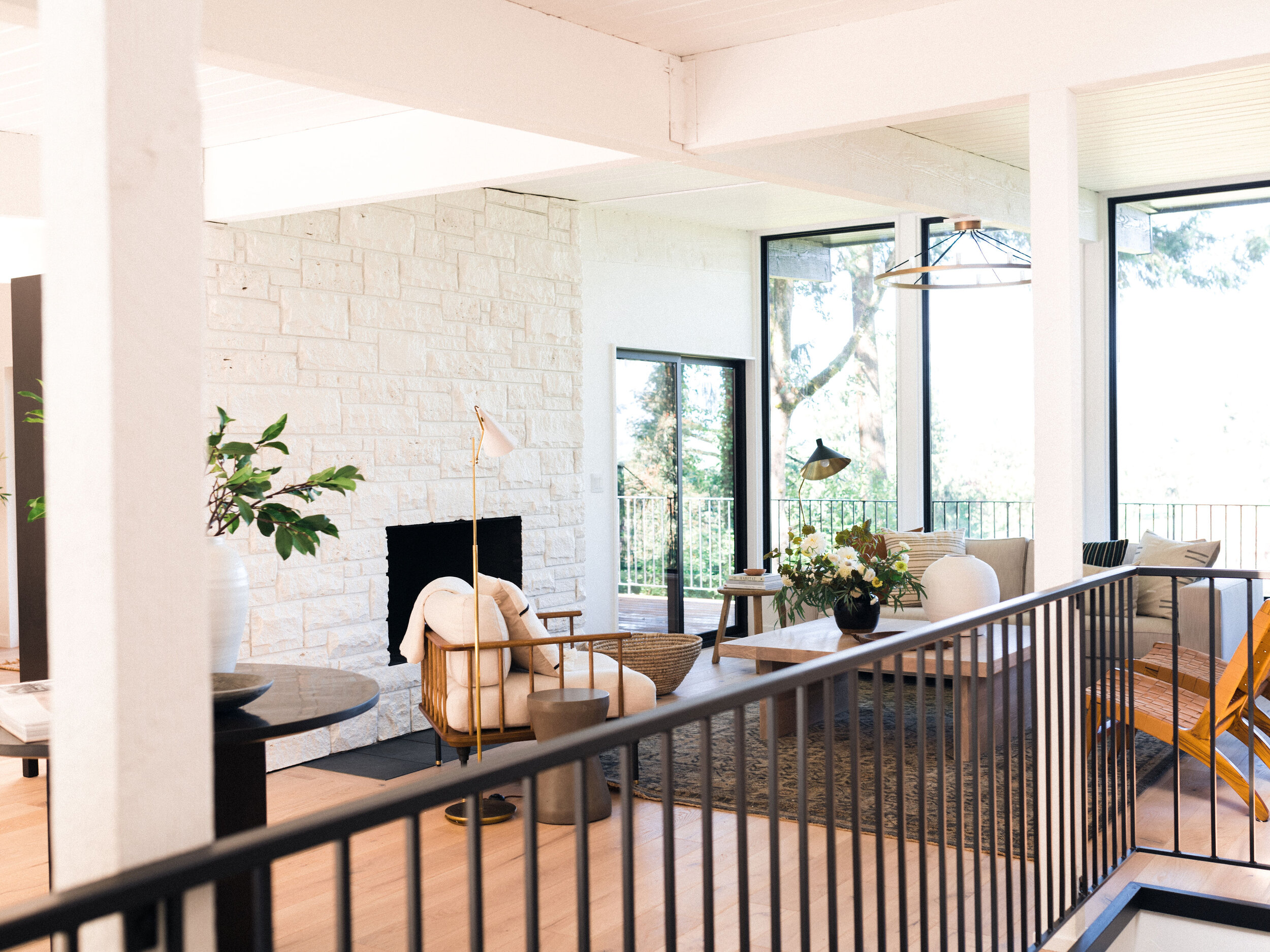 The Baxter Project, nestled in the Pacific Northwest, is surrounded by beautiful, lush greenery. The huge windows help to bring that beauty inside.