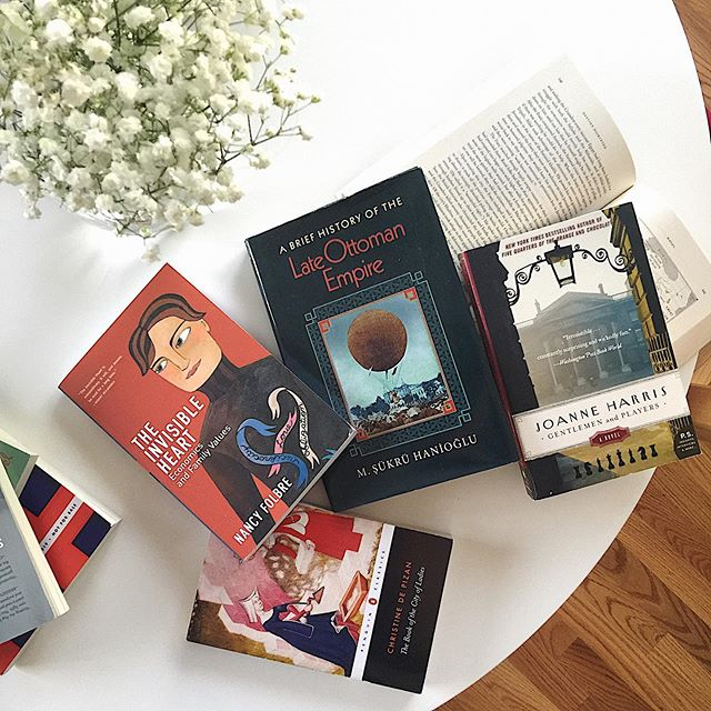 Happy Wednesday everyone! I hope you're having a wonderful week! 😊It's been a little while but I wanted to share some of the book spoils from my recent trip to Albany📚 • I picked these books up from my favorite of the four stores we visited, the Dove & Hudson, a cozy and well curated used bookstores that had an incredible history, philosophy and policial science section that made me drool 🤤 • We also inadvertent stumbled into the store during their 30th anniversary sale and got to chat with the owner who was really nice and recommended other great bookstores in the Hudson River area, including one that is located in a refurbished farm! Unfortunately it was closed while we were there but I definitely plan on going back! . . . #Book #books #bookstagram #vscocam #vsco #bookworm #bookporn #booklover #vscobooks #booknerd #bookish #booklove #bookhaul #booknerdigans #indiebookstore #unitedbookstagram #bookaddict #bookblogger #bibliophile #booksofinstagram #read #reading #vscobook #reader #igreads #igbooks #bookgasm #bookstagramer