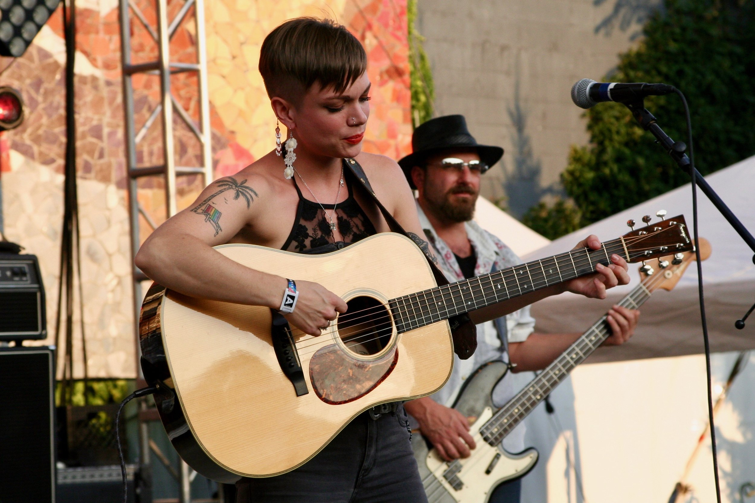 Lillie Mae brought some down-home country music to Bumbershoot during the early evening of September 3rd. This year, there was a wide array of options and it was great to listen to different genres.