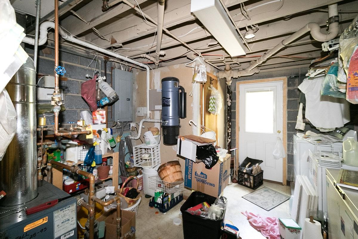 utility room before.jpg