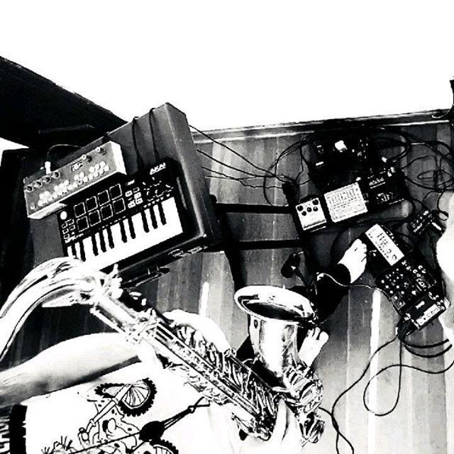 🎷 - O - ☎️ #saxophone #markvi #livelooping #music