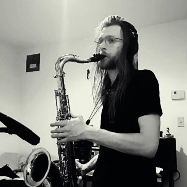 🧙‍♂️ I've been reading a lot of adventure stories lately and this little diddy was the result. 🧝‍♀️ #reading #okfineivebeenlisteningtoaudiobooks #lotr #fellowshipofthering #watershipdown #livelooping #sax #saxophone #bluesky #strymon #pog2 #EHX #rc30ls #boss #md421 #senheiser
