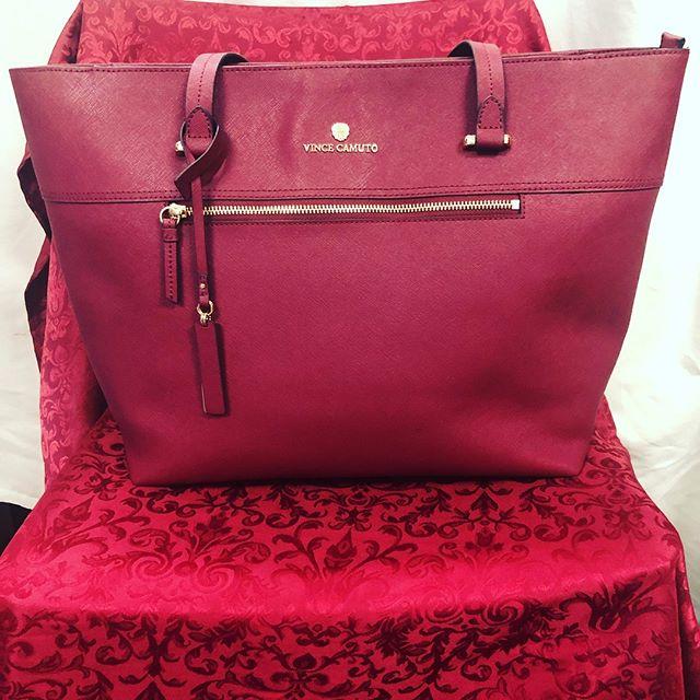 Vince Camuto Burgundy Tote $130 210-267-1674 #vincecamuto #resale #designer #sanantonio #goodfellassanantonio #handbags #fashion