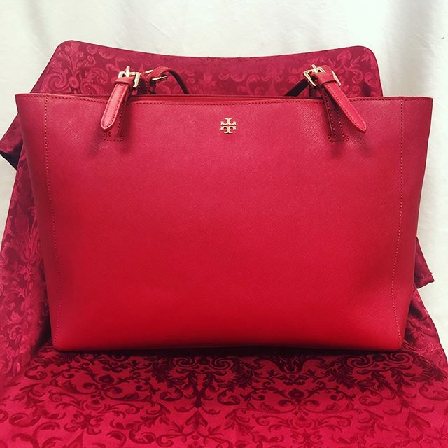 This will not last long! Call us now and pay over the phone pick up today or tomorrow 210-267-1674. Brand New Tory Burch Tote. This is a classic must have color for only $230. #toryburch #sanantonioresale #designer #consignment #fashion #giftsforher #valentinesdaygift
