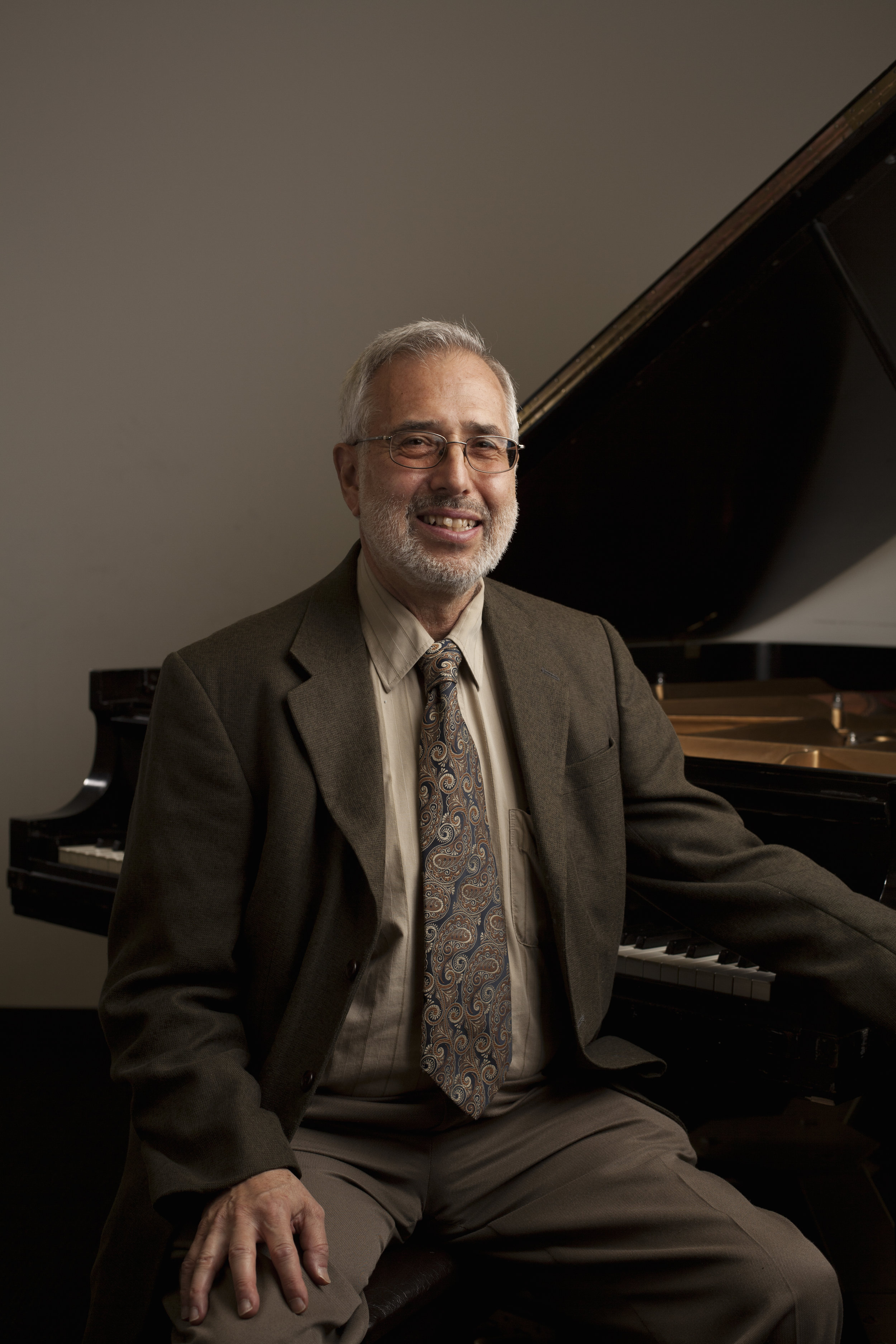 Gerald Rizzer - PIANO, MUSIC THEORYPianist and composer Gerald Rizzer is the founder and artistic director of The Chicago Ensemble, and holds degrees from the University of Chicago and Yale University. Mr. Rizzer teaches piano, theory, and ensemble at Sherwood Community Music School. For many years, he taught music appreciation courses at DePaul. Mr. Rizzer composed the music for several shows performed at Theater Building Chicago. He has recorded two CDs of his short piano pieces