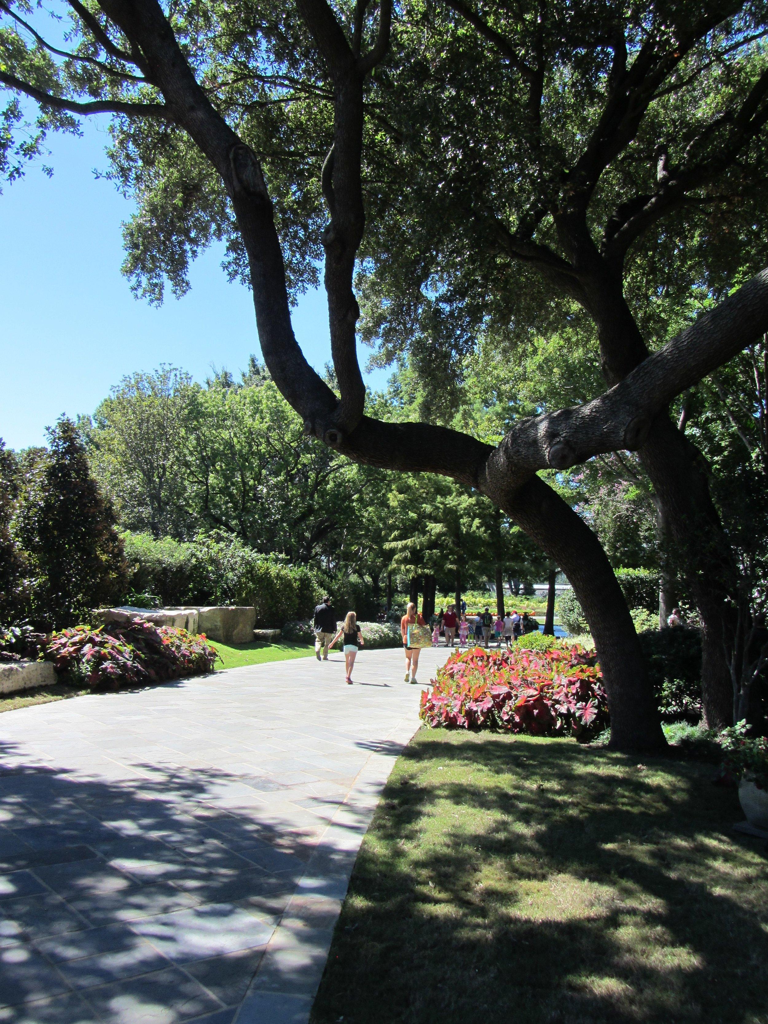 paseo de flores dallas arboretum -