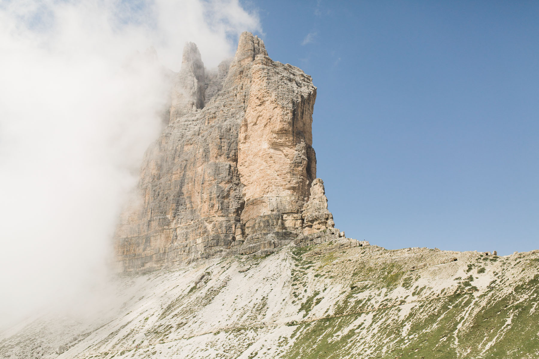 dolomites-adventure-wedding-elopement-photographer-europe-hiking-elopement-in-the-mountains