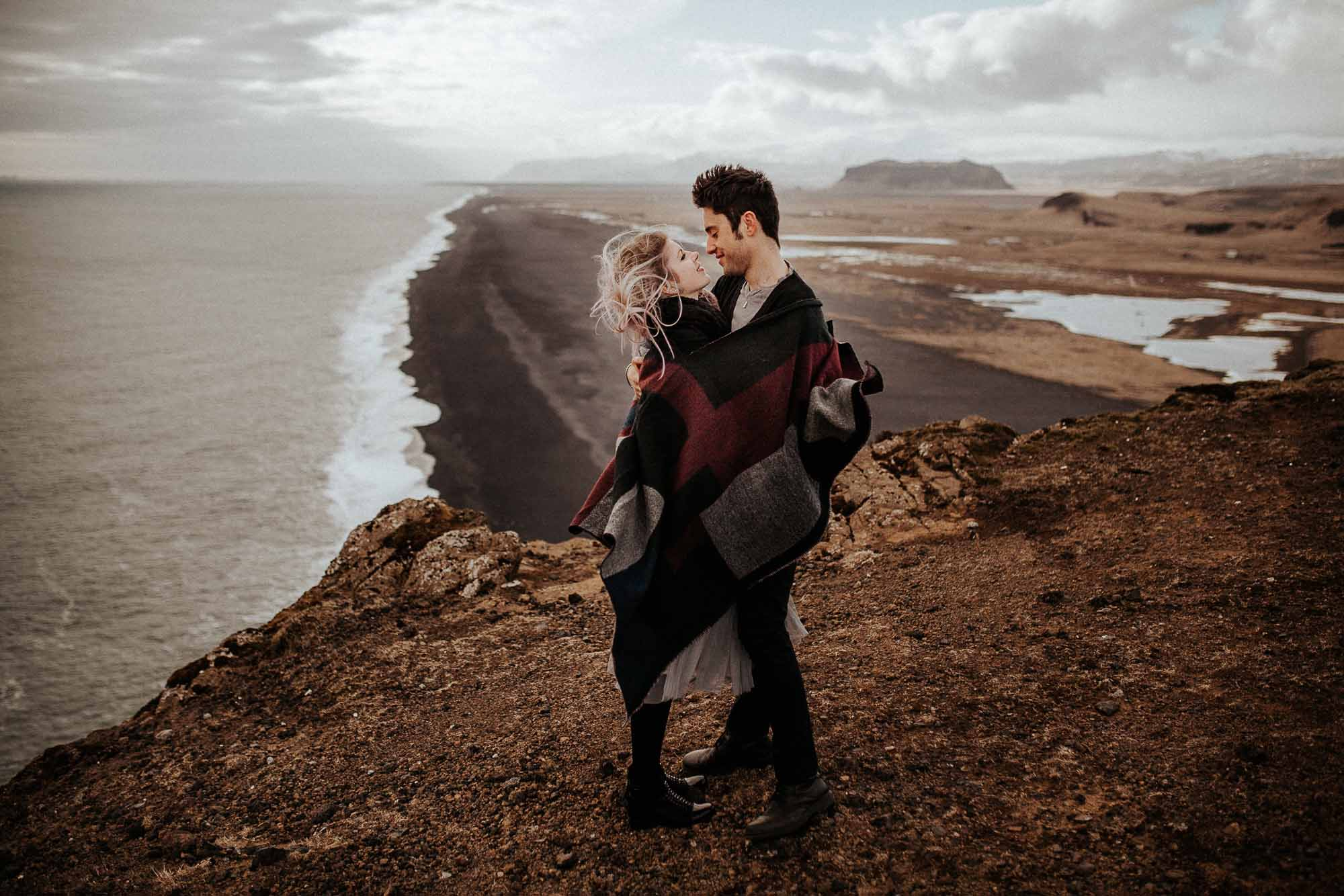 iceland-elopement-at-Dyrholaey-arch