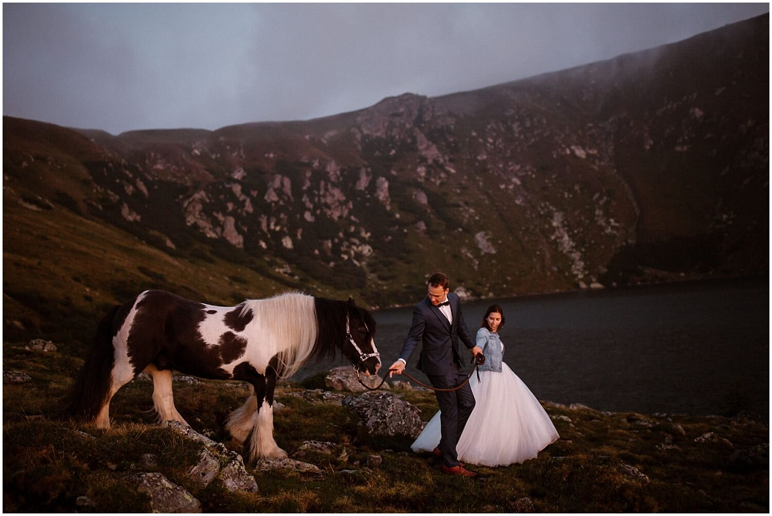 sunrise-elopement-with-a-horse
